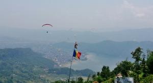 raiul parapantiștilor și steagul României